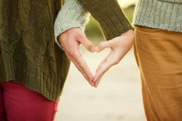 Aşk büyüsü yapan medyum